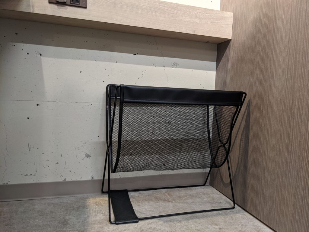 TENT成瀬 コワーキングスペース個室ブースに設置した荷物ラック